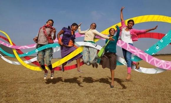 에티오피아에서 소녀들의 조혼과 성폭력 및 교육 문제를 노래하는 그룹 '예나'.