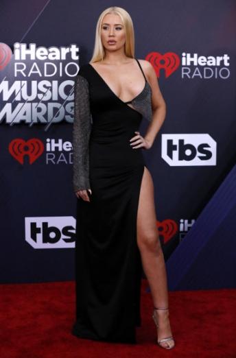 가수 이기 아잘레아가 11일(현지시간) 미국 캘리포니아주 잉글우드에서 열린 '2018 아이하트라디오 뮤직 어워드(iHeartRadio Music Awards)'에 참석해 포즈를 취하고 있다. 로이터 연합뉴스