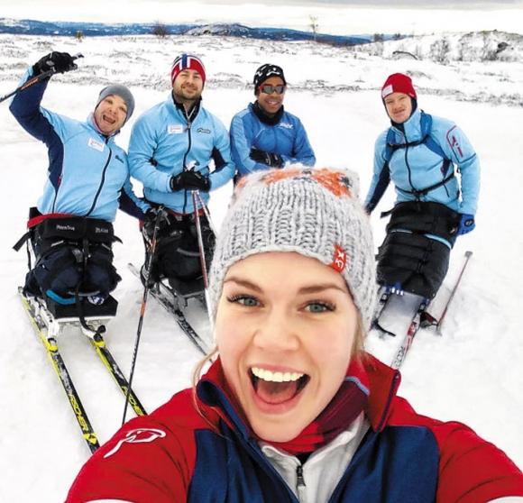 지난해 1월 노르웨이에서 훈련하던 대표팀 동료들과 함께 셀피 촬영을 하며 즐거워하는 홍일점 레나 슈뢰더. 슈뢰더 인스타그램 캡처