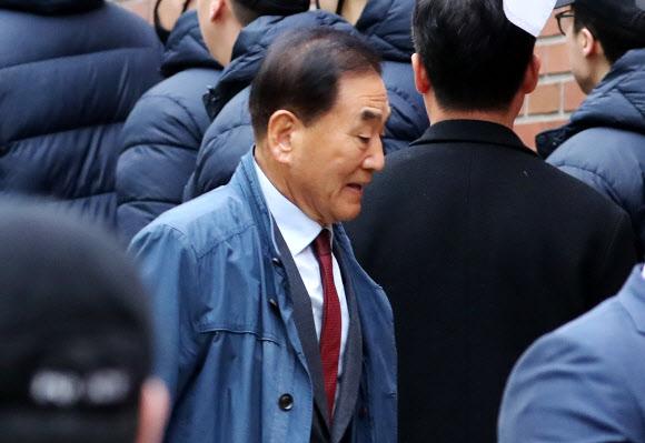 이명박 자택 향하는 MB맨 이재오 전 의원