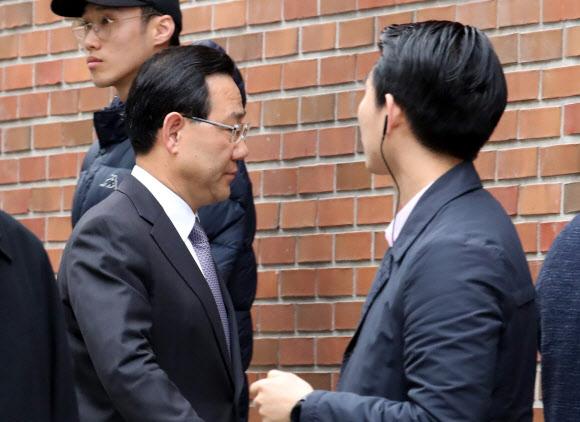 [MB소환] 이명박 자택 들어가는 주호영 의원