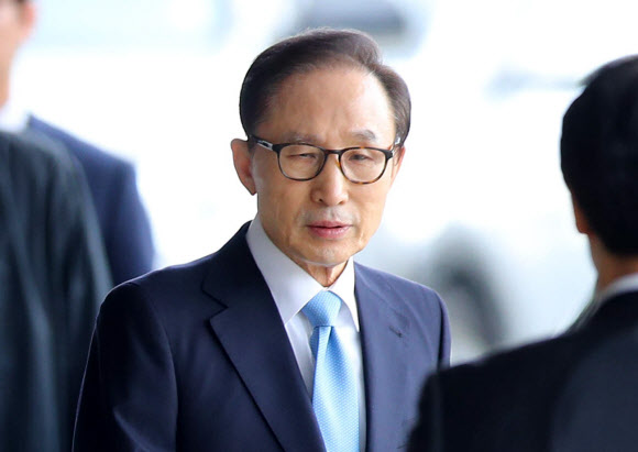 [MB소환] 검찰청사 도착한 이명박 전 대통령