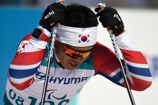 14일 강원도 평창 바이애슬론센터에서 열린 2018 평창패럴림픽 크로스컨트리 남자 1.1㎞ 스프린트 좌식 결승 경기에서 한국 신의현이 결승선을 통과한 뒤 아쉬워 하고 있다. 박윤슬 기자 seul@seoul.co.kr