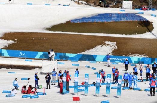 14일 강원도 평창 바이애슬론센터에서  2018 평창패럴림픽 크로스컨트리 경기가 열린 가운데 높아진 기온으로 경기장 주변에 눈이 녹아있다. 박윤슬 기자 seul@seoul.co.kr