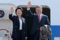 [서울포토] 베트남·UAE 순방길 오른 문재인 대통령과…