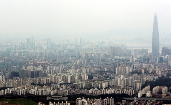 서울 강남구와 송파구 일대 아파트 밀집 지역의 모습. 연합뉴스