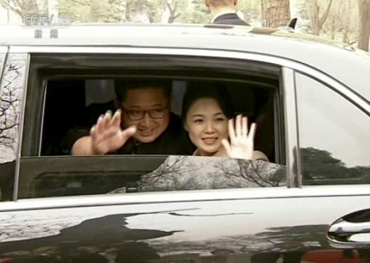시진핑 부부에 작별인사 하는 김정은 부부