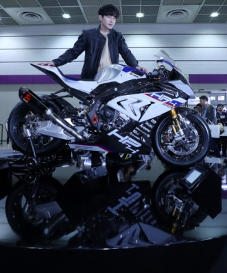 BMW 'New HP4 Race' 공개