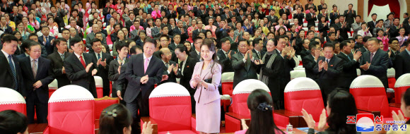 북한 리설주, 중국 발레단 공연 관람