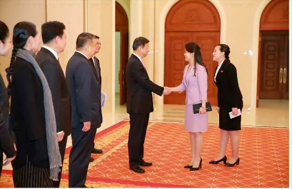 북한 리설주, 중국 예술단 공연 관람