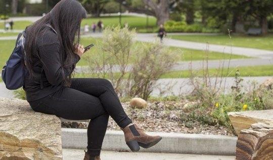 스마트폰 사용시간이 길수록 우울증과 외로움에 빠질 가능성이 높다는 연구결과가 나왔다. 미국 샌프란시스코주립대 제공