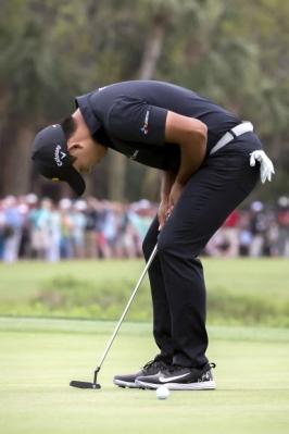 김시우가 16일 미국 사우스캐롤라이나주 하버타운 골프 링크스에서 끝난 미국프로골프(PGA) 투어 RBC 헤리티지 4라운드 18번홀에서 짧은 버디 퍼팅을 놓친 뒤 아쉬워하고 있다. AP 연합뉴스