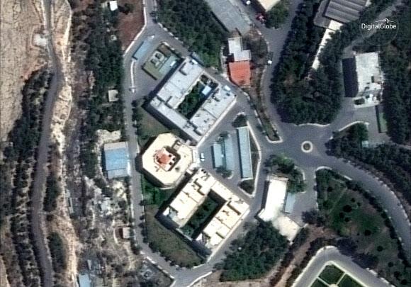 15일(현지시간) 민간 위성업체 디지털글로브가 공개한 서방의 공습 전 다마스쿠스 외곽의 바르자 연구개발센터 모습. 디지털글로브 제공