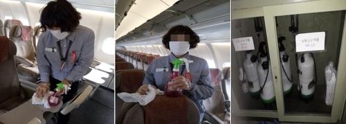 일회용 비닐장갑과 일반 마스크 착용한 아시아나 기내 청소 근로자[전국공공운수노조 제공=연합뉴스]