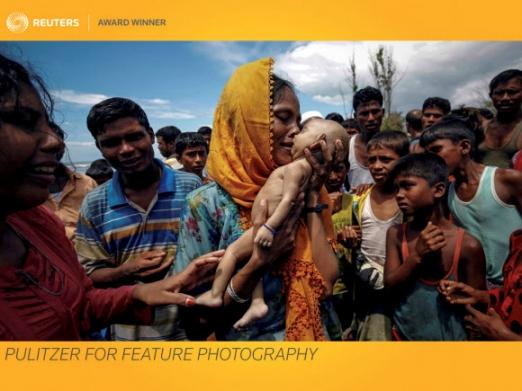 지난해 9월 14일 방글라데시 테크나프에 마련된 미얀마 로힝야족 난민촌에서 한 여성이 태어난 지 40일 만에 죽은 아들을 안고 흐느끼며 입을 맞추고 있다. 아기는 미얀마에서 난민촌까지 보트를 타고 오던 길에 숨졌다. 테크나프 로이터 연합뉴스