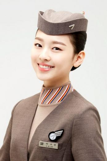 아시아나항공이 배우 이수민(한림연예예술고 2학년) 양과 2년 간 전속모델 계약을 체결했다고 17일 밝혔다.  아시아나항공 제공=연합뉴스