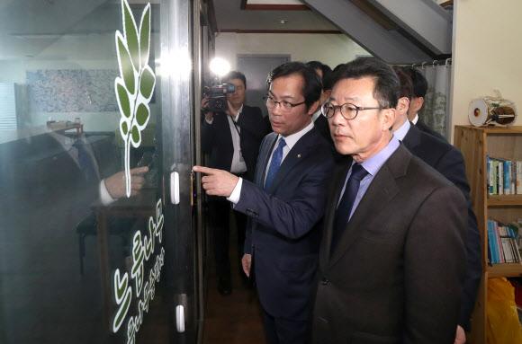 느릅나무 출판사 방문한 한국당 의원들
