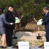 [서울포토] 문재인 대통령-김정은 위원장, 2018 남북정상회담 기념 식수