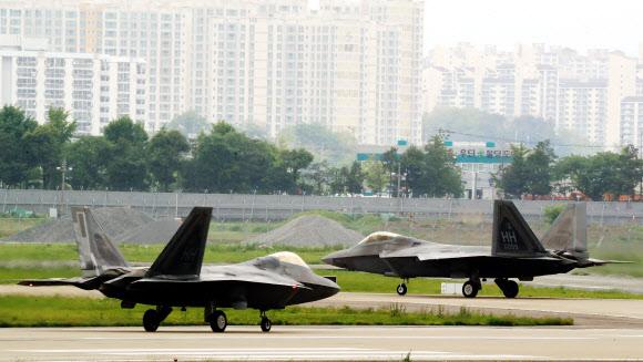 한반도 찾은 F-22 랩터 편대