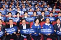 [서울포토] 구호 외치는 더불어민주당