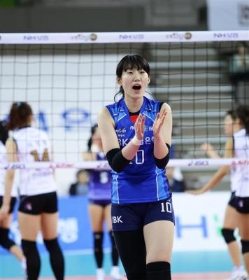 박정아(가운데)