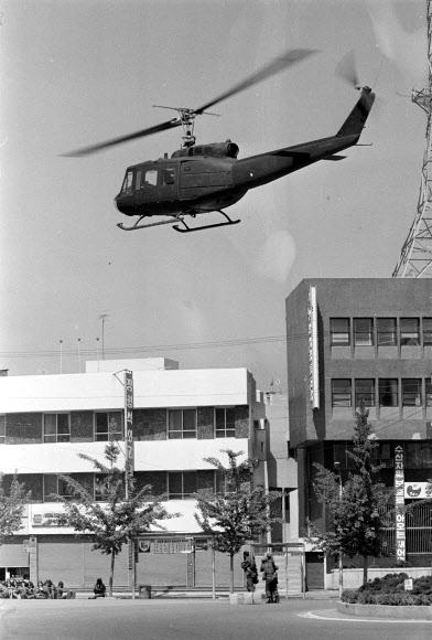 '총탄 자국' 광주 전일빌딩 인근서 목격된 헬기