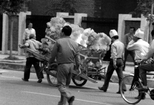 '1980' 리어커에 실린 상여