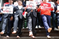 [포토] '발가락은요?'…한국당, 민주 허태정 대전시…