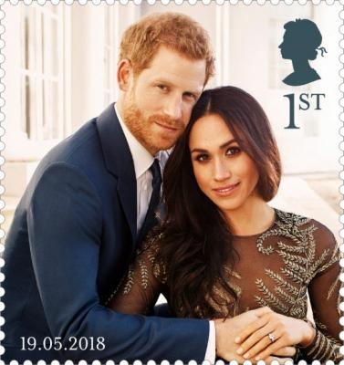 영국 우편회사 로열메일이 14일 발간한 해리(왼쪽) 왕자와 마클의 결혼 축하 기념 우표. 이번 결혼식에 공식 사진사로 나서는 미국 유명작가 알렉시 루보미르스키가 지난해 12월 촬영한 사진이다.  런던 AFP 연합뉴스