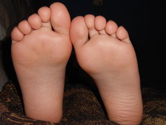 무좀 치료를 위해 집에 돌아다니는 습진약을 사용하는 것은 위험한 행동이다. 정확한 진단을 통해 적절한 항진균제를 사용해야 한다. 또 발을 잘 씻고 수시로 말려야 예방이 가능하다. 사진=pixabay