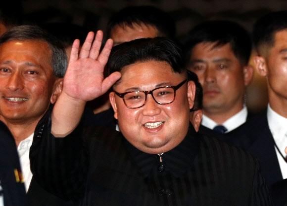 김정은 북한 국무위원장이 11일(현지시간) 싱가포르 마리나 베이 샌즈 호텔을 방문하고 있다. 로이터 연합뉴스