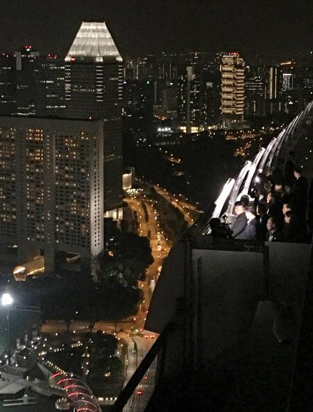 싱가포르 야경 보는 김정은