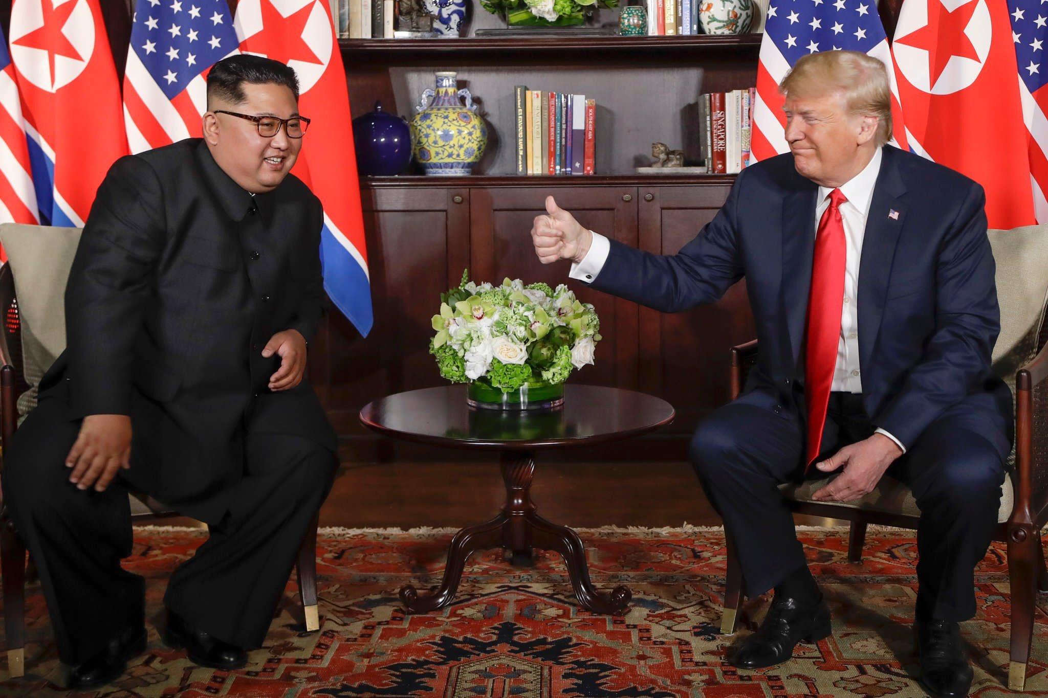 [북미정상회담] 트럼프, 김정은에 '엄지 척'