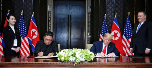 김여정(왼쪽) 북한 노동당 중앙위 제1부부장 EPA 연합뉴스