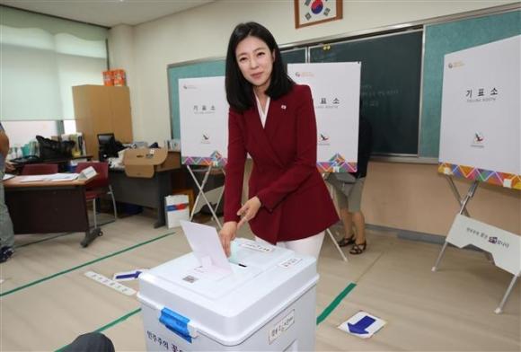 배현진 '이른 아침 투표'