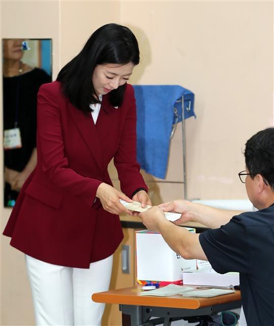 배현진 후보 '투표하러 왔습니다'