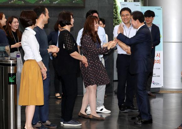 박원순, 직원들과 인사