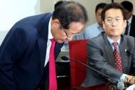 [포토] 고개숙인 홍준표…6·13 지방선거 참패에 대표…