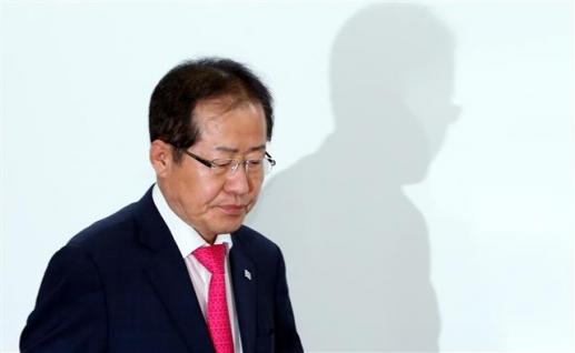 홍준표, 선거 참패에 대표직 사퇴