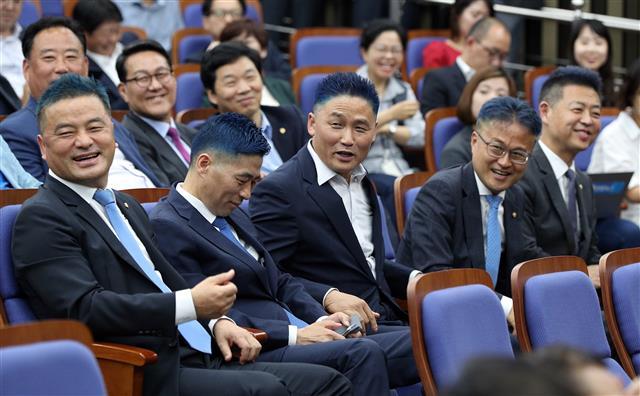'의원님들의 일탈(?)'