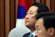[서울포토] '생각에 잠긴' 박주선 바른미래당 대표