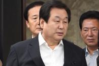 [서울포토] 자유한국당 의원총회 참석한 김무성