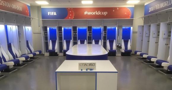 말끔히 청소된 일본 축구대표팀의 라커룸 프리실라 얀슨 국제축구연맹(FIFA) 경기장 책임자는 3일 자신의 트위터에 러시아 로스토프 아레나에서 열린 2018 러시아월드컵 일본과 벨기에의 16강전이 끝난 뒤 일본 대표팀이 쓰던 라커룸 사진을 공개했다. 얀슨은 2-3 패배에도 라커룸을 깨끗이 청소하고 러시아어로 '고맙다'는 메모까지 남긴 일본 대표팀을 모든 팀이 보고 배워야 한다고 치켜세웠다. 2018.7.3  트위터