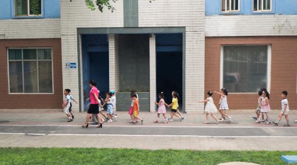 [포토인사이트] 어린이집 가는 길