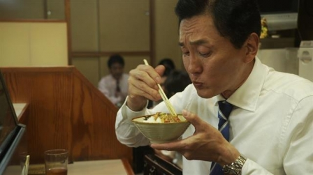 한국 뿐만 아니라 전 세계적으로 '혼밥'인구가 늘어나고 있는 추세다. 이 때문에 혼밥이 건강에 미치는 영향 등에 대한 연구도 점점 늘어나고 있는 추세다. 만화를 원작으로 일본TV도쿄에서 방영되고 있는 드라마 '고독한 미식가'의 한 장면. 일본 TV도쿄 제공