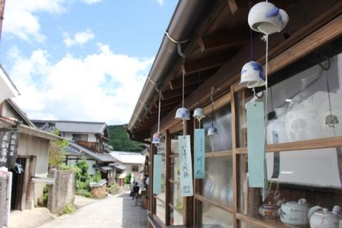 일본 규슈 북서부에 위치한 작은 도시 사가현(佐賀県)은 일본 도자기 역사의 산실이라고 여겨진다. 조선의 도공들이 대거 유입되며 도자기 전성시대를 맞게 된 사가현은 아리타야키와 이마리야키, 가라쓰야키로 유명하다.