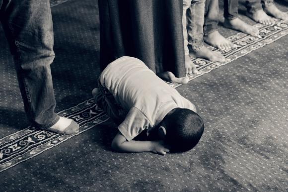 어린 아이의 기도 사진은 기사 내용과 관계가 없습니다.  픽사베이