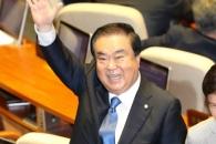 [포토] 반갑게 손 흔드는 문희상 국회의장…누구를 향…