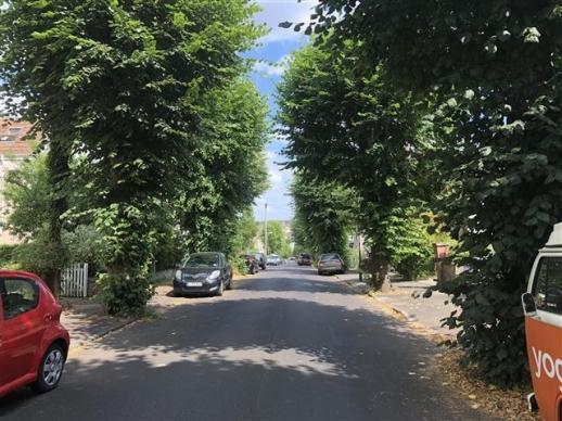 어니스트 토머스 베델의 생가가 위치한 영국 브리스톨 에저턴 로드의 모습. 언덕에 있어 멀리 도심이 내려다보인다.