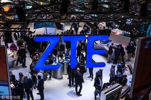 지난 2월 스페인 바르셀로나에서 열린 세계 최대 이동통신산업 전시회인 '모바일월드콩그레스'에서 ZTE의 로고가 보이고 있다. 출처 차이나데일리